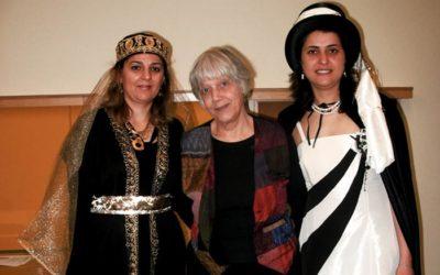 Türkische Mütter lesen deutsche Märchen in der Schule
